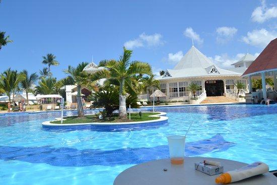 Luxury Bahia Principe Esmeralda Don Pablo Collection: Pool and restaurant