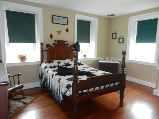 Amish Farm and House : A typical Amish bedroom