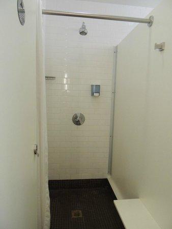 Hostelling International - New York: Banheiro (ducha)
