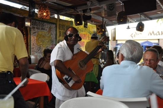 Maro's Shrimp House : Elvis is in the building!