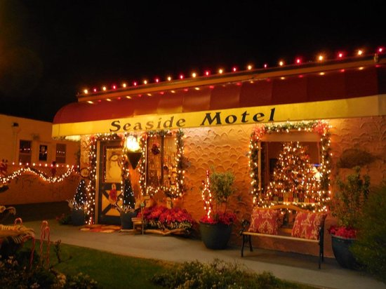 Seaside Motel: Magical at Christmas