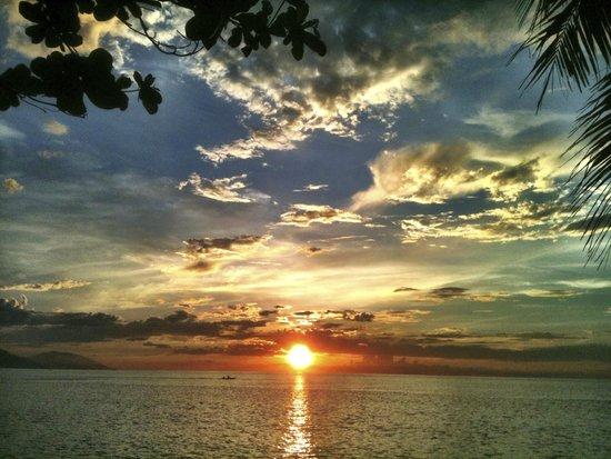 Sunset at Aninuan Beach Resort: Amazing sunsets!