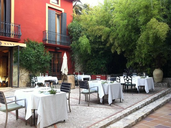 Hotel Montsant: out doors dinning