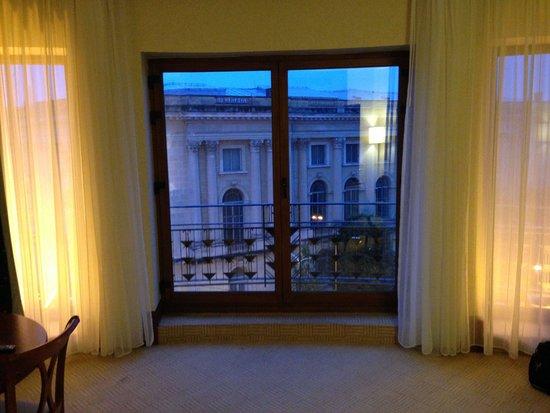 Athenee Palace Hilton Bucharest: Main window