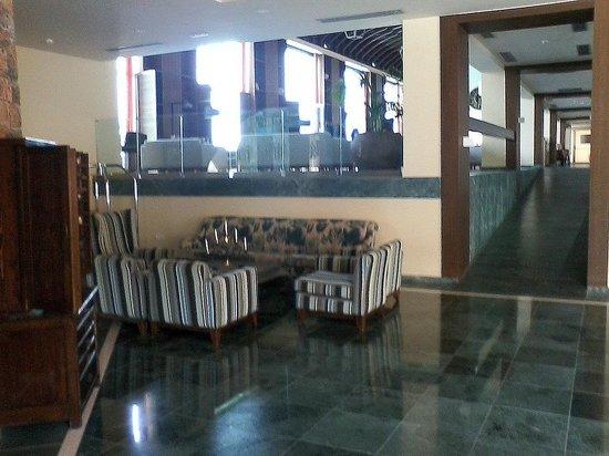 Sensimar Elounda Village Resort & Spa by Aquila : Aquila Elounda Village Lobby und Eingang zur Bar
