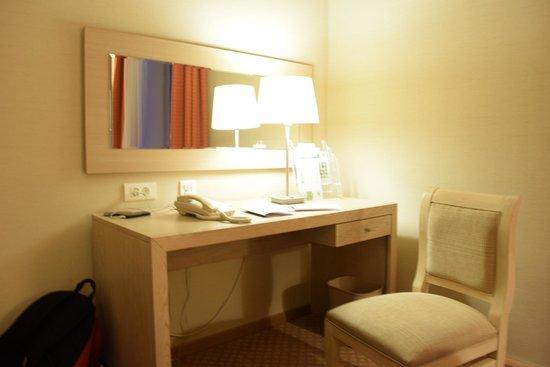 Holiday Inn Moscow Lesnaya: Writing Table
