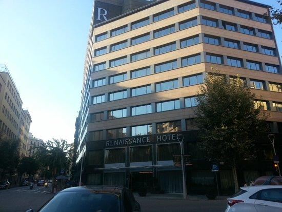 Renaissance Barcelona Hotel: Front of Hotel