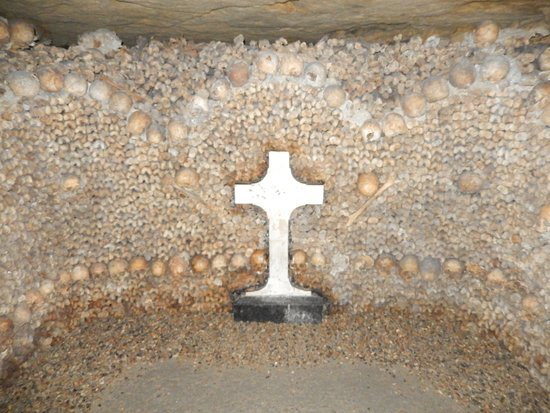 The Catacombs of Paris: Catacombs pic 3