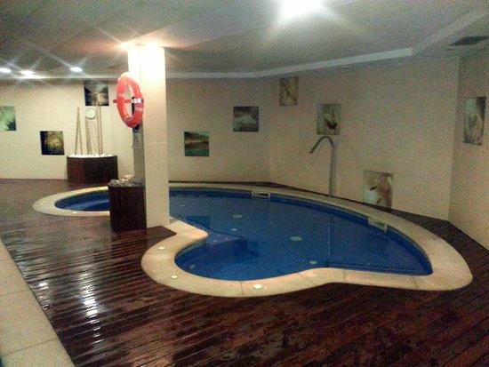 Silken Ciudad Gijon : Vista de la piscina