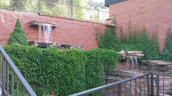 Glenwood Hot Springs Resort: Springs