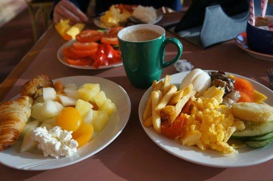 Hotel Island : Breakfast.