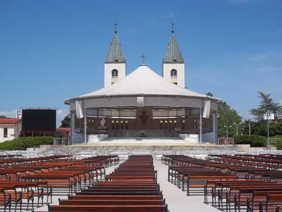 Medjugorje Tours & Travel Day Tour: Site of the evening, outdoor mass