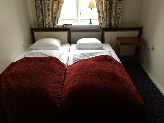 Hotel Opera: flexible double/twin? how it looked on arrival...
