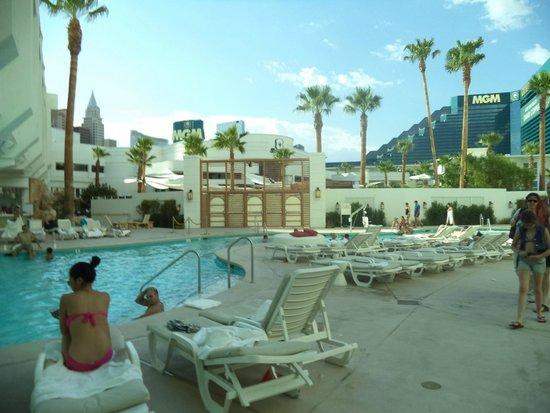Tropicana Las Vegas - A DoubleTree by Hilton Hotel : Piscina