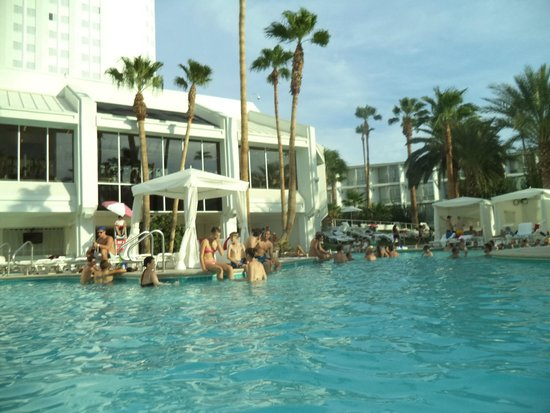 Tropicana Las Vegas - A DoubleTree by Hilton Hotel: Piscina