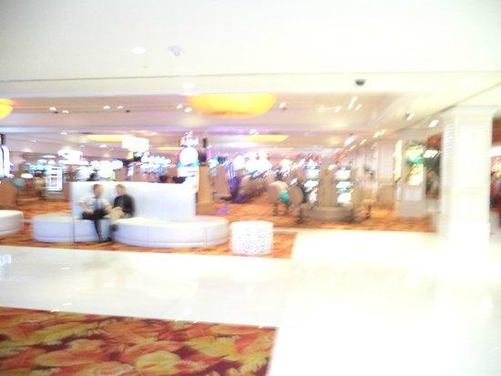 Tropicana Las Vegas - A DoubleTree by Hilton Hotel: Lobby