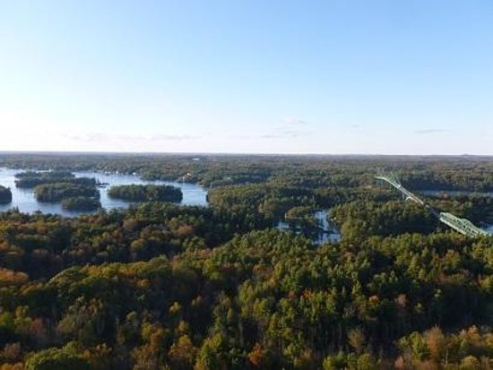 1000 Islands Tower : Fall Colours
