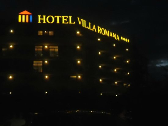 Ohtels Vil.la Romana: Hotel at night