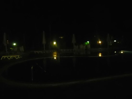 Ohtels Vil.la Romana: Swimming pool at night