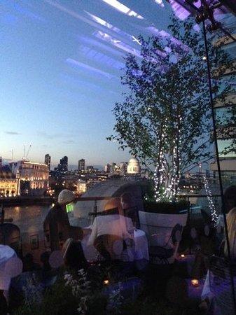 Oxo Tower Restaurant, Bar and Brasserie: Vista dal nostro tavolo
