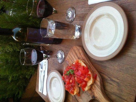 Il Sugo: Bruschetta and red wine