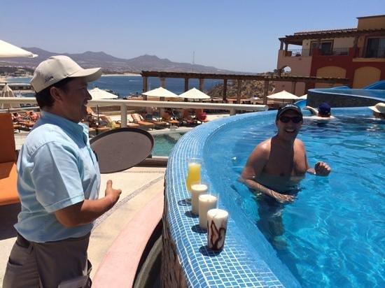 Playa Grande Resort: Juan keeping us hydrated!