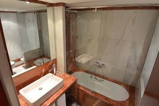 Hotel Claris: Bathroom in duplex room at Pau Claris, Barcelona, Spain.