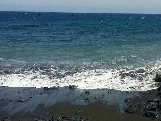 Vincci Tenerife Golf Hotel: Playa junto al hotel