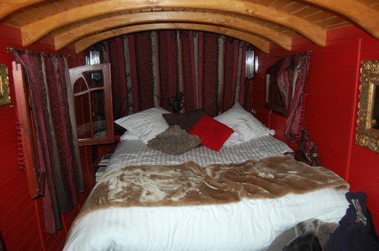 La Source Bleue: king size bed