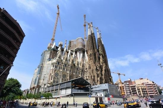 Sagrada Família : Sagrada Familia, a sacred work in progress.
