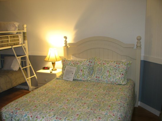 Bromley View Inn: Family Bunk Room #2