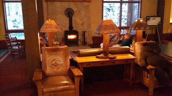 Wuksachi Lodge: лобби