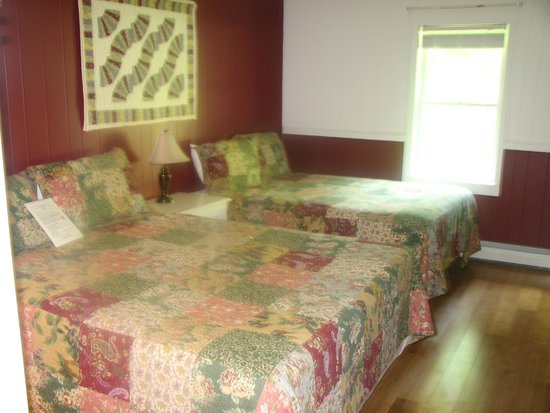 Bromley View Inn: Fan Quilt Room #11