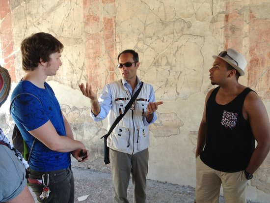 Leisure Italy - Tours: Fabrizio describes Herculaneum
