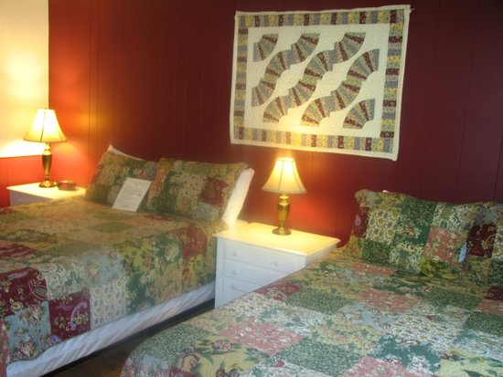 Bondville, VT: Fan Quilt Room #11b