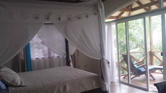 Popa Paradise Beach Resort: Our wonderful room