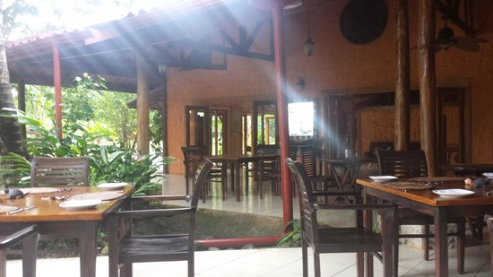 Popa Paradise Beach Resort: The main lodge with dining tables