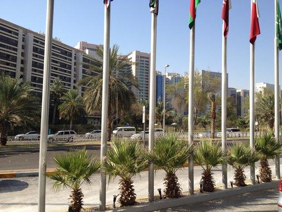Corniche Hotel Abu Dhabi : more front view