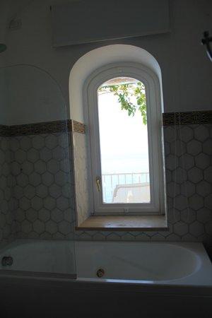 Hotel Maricanto: Bathroom with a view (room 227, Jr. Suite)
