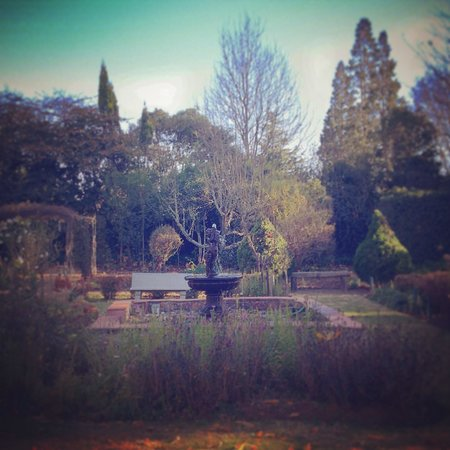 Highland Rose: Beautiful formal gardens