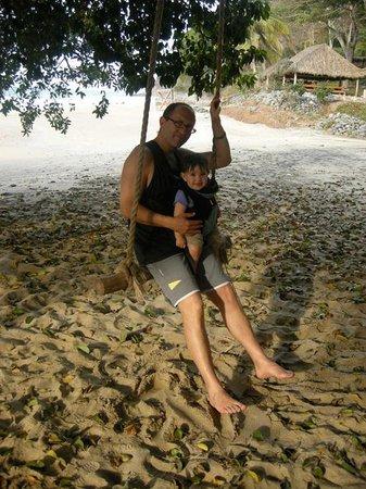 Punta Monterrey Beach: columpio