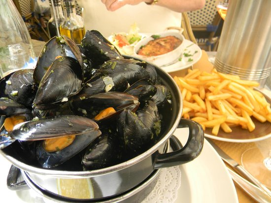 EXPRESS Restaurant Bar : Mussels and French Fries- The best!