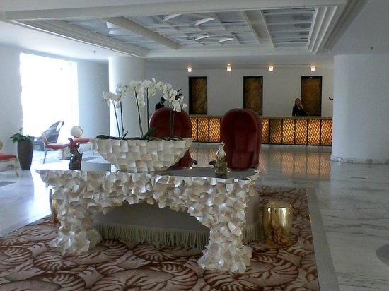 Grecotel Creta Palace Hotel : Grecotel Creta Palace Lounge mit Rezeption
