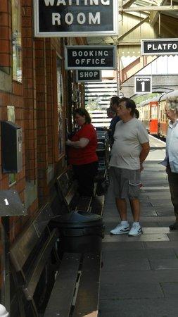 Gloucestershire Warwickshire Steam Railway: Ticket office at Toddington Station