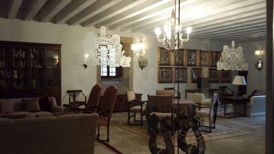 Parador Hostal Dos Reis Catolicos: Salón de lectura