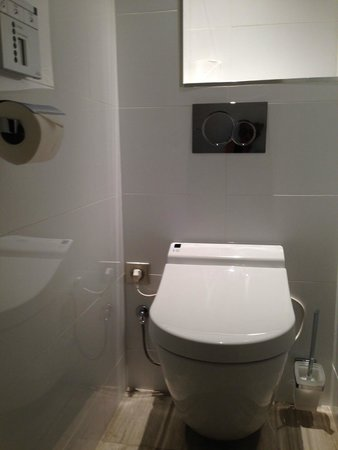 Hôtel Tourisme Avenue  : Toilet
