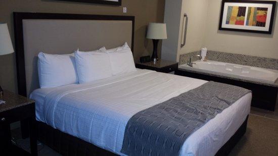 Isle of Capri Casino Hotel Lake Charles: Clean, comfy bed!