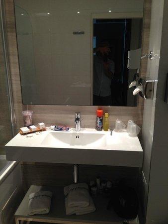 Hôtel Tourisme Avenue  : Bathroom