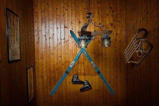 Hotel Ristorante La Lucciola: Particolare della parete della scala