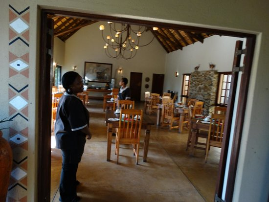 Elephant Plains Game Lodge: Dining room